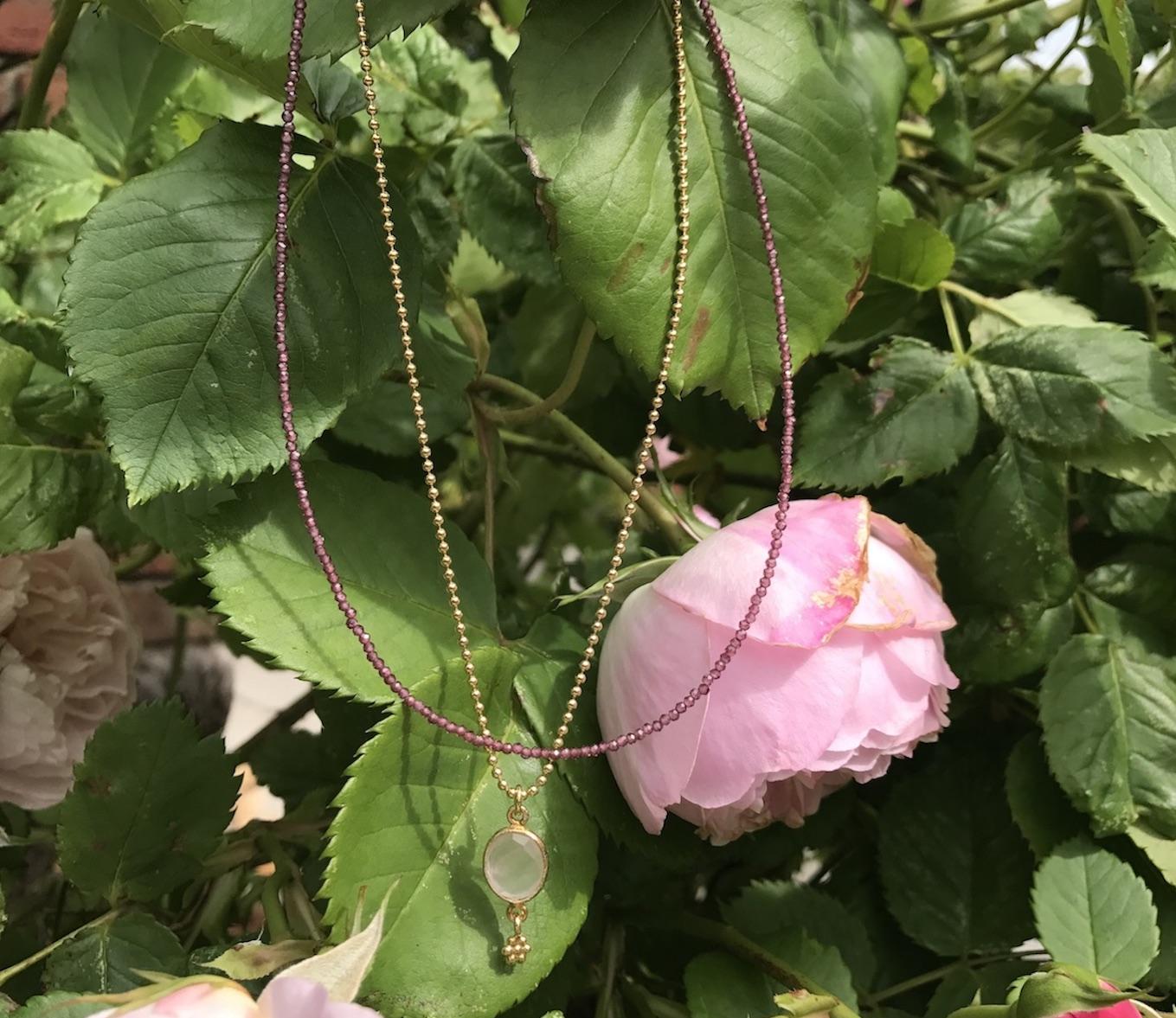 Filigrane Ketten mit Rosenquarz Anhänger und Granat